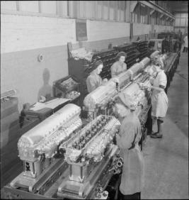 Rolls_Royce_factory_-Merlin_engines_and_female_workers-1942_(original)